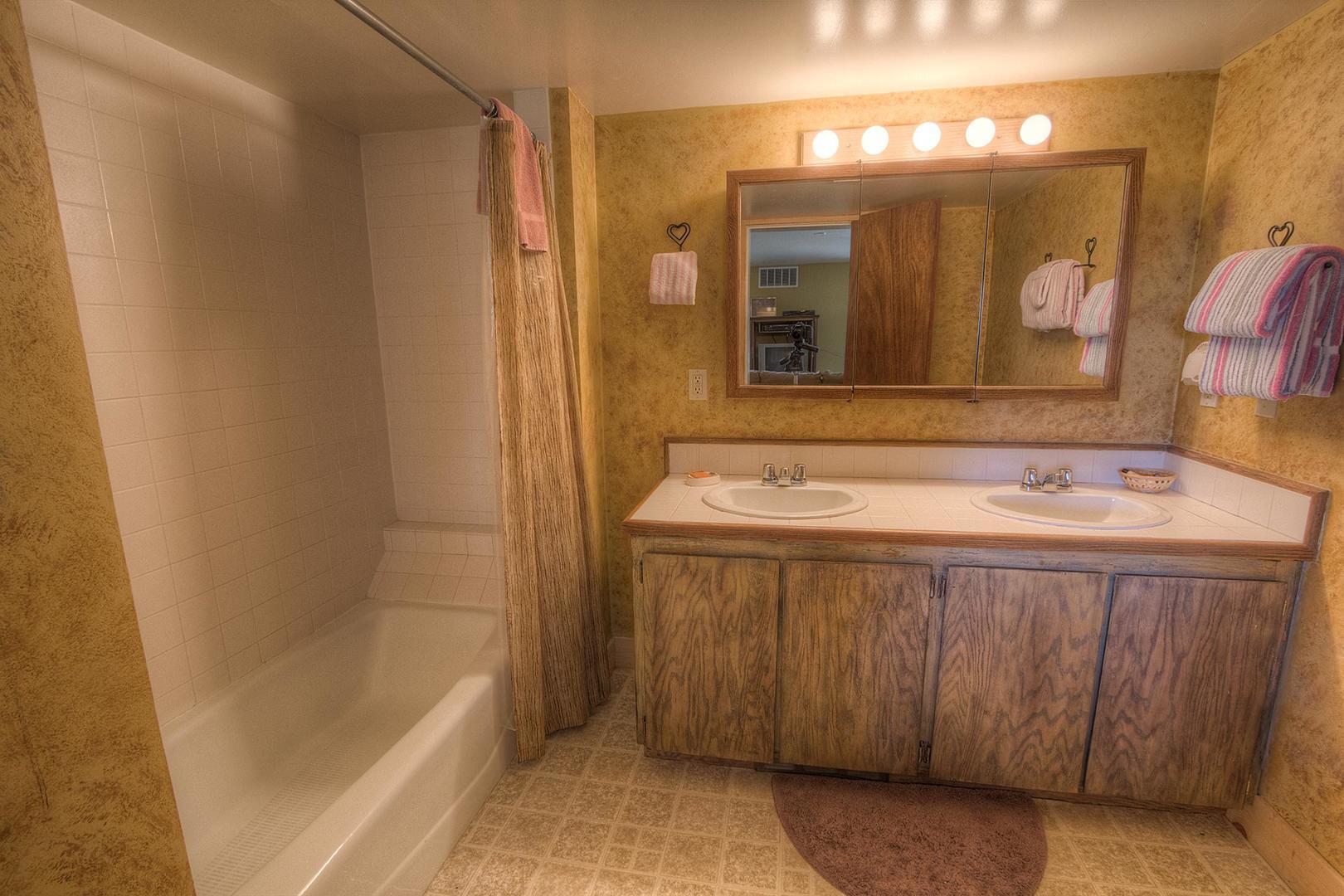 hch1202 bathroom