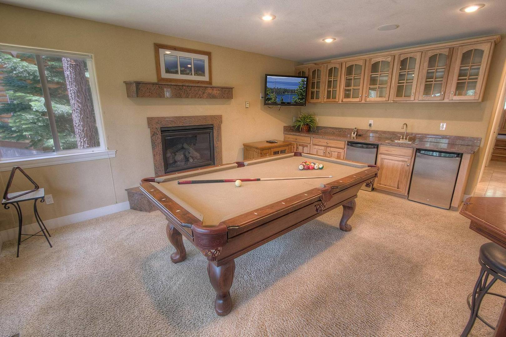 COH1211 Pool Table