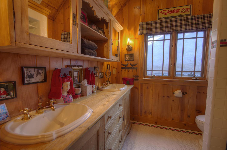 WSH1252 Master Bathroom