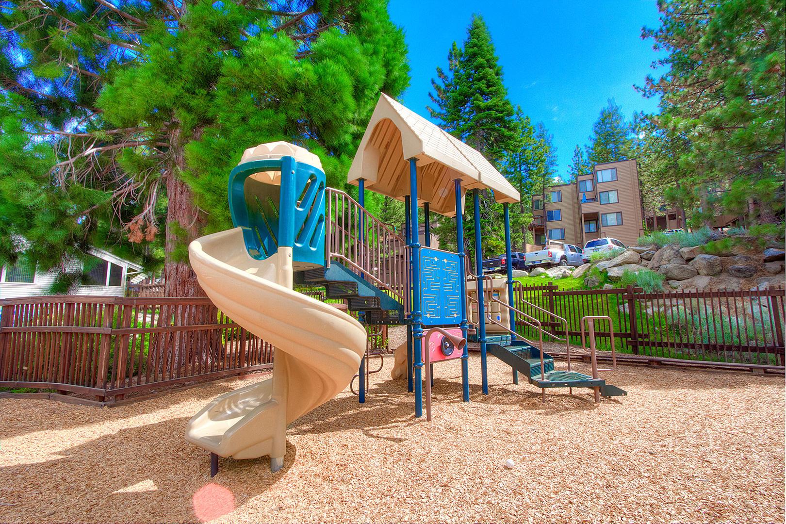 LVC0838 Playground
