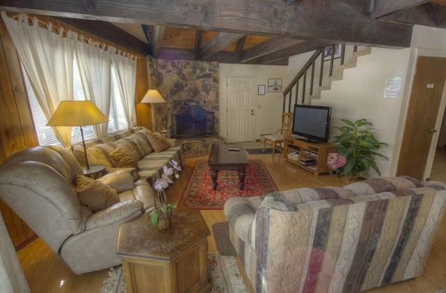 COH1074 Living Room