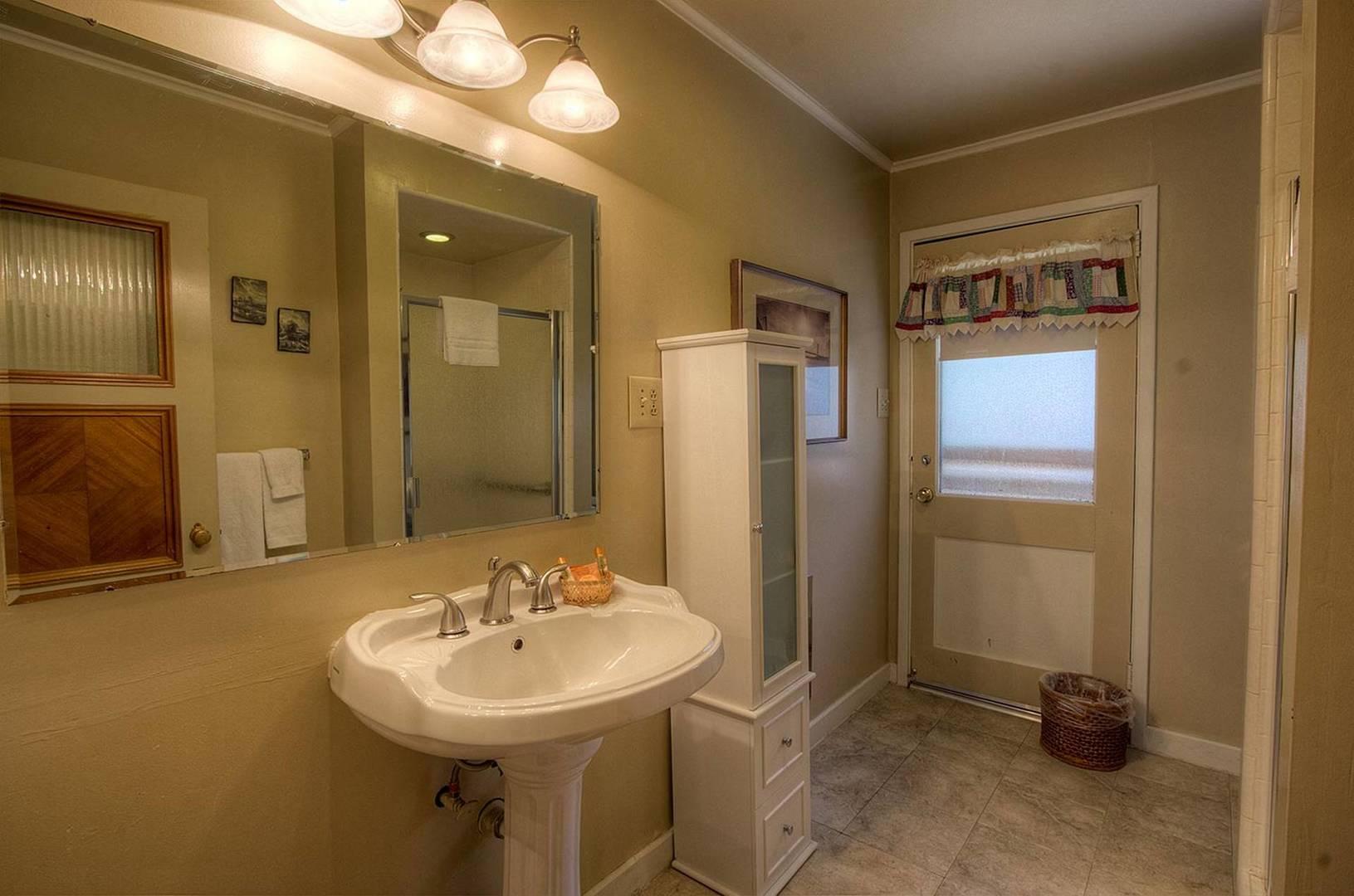 cyh1001 bathroom