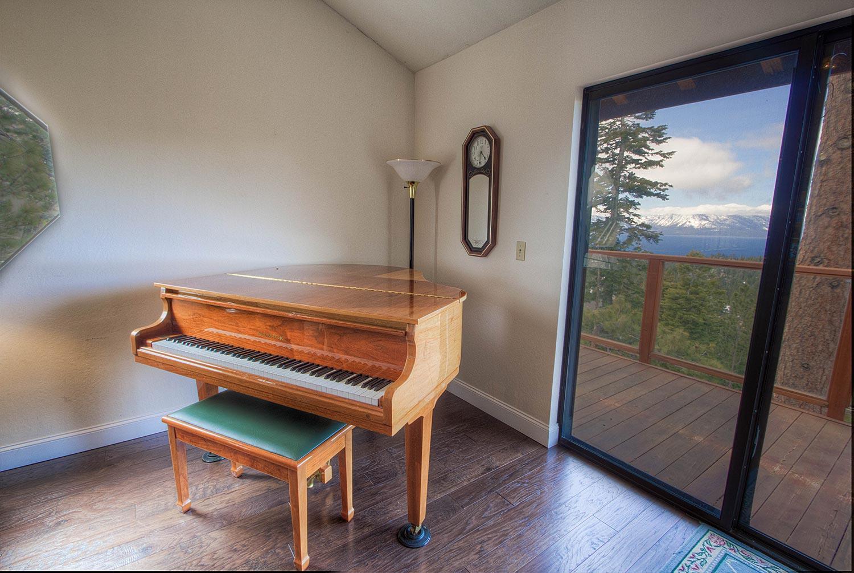 hnc0693 piano
