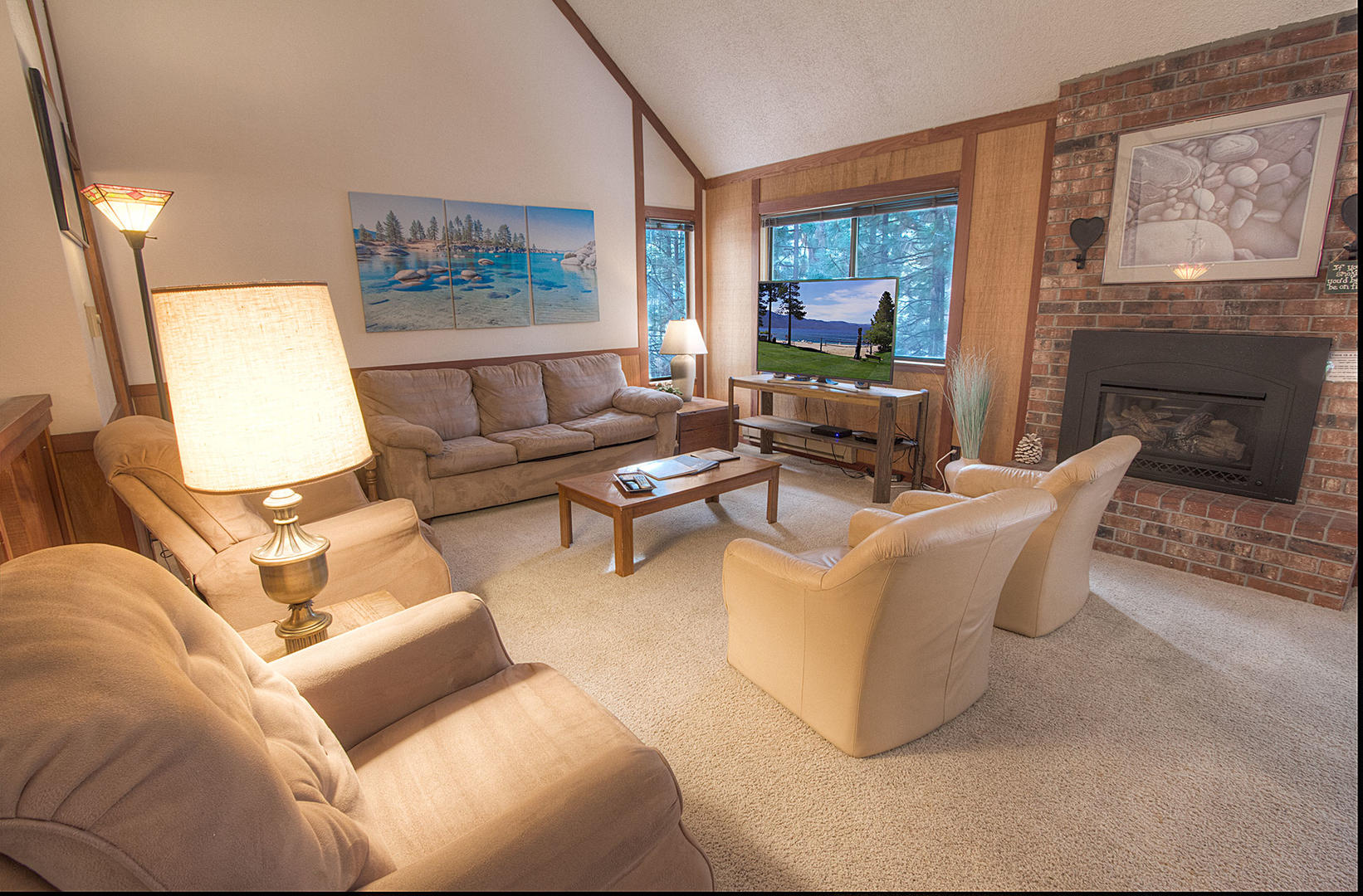 ivc0822 Living Room