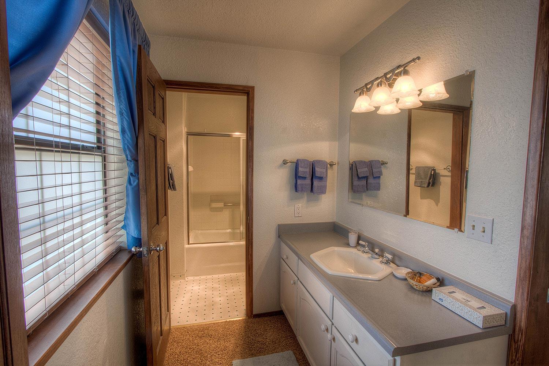 cyh1024 bathroom